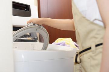 自分で引越し作業をする場合は、洗濯機に振動を与えないようにそっと運ばないといけないなど注意点がいくつかある。